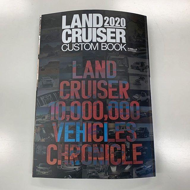 文友紗ムックより「LAND CRUISER カスタムブック 2020」が発売になりました! 当社の150プラド デモカー3台を細かく取材して頂き掲載されてま~す。(編集記事は一部で文字はモザイク処理してます)他にも各メーカーさんの珠玉デモカーが沢山掲載されてますので是非買ってww  見てください。税込み¥1800です。分厚いです(◡̈)/ #Elford #landcrulser #toyota #lexus #prado #lx #lx570 #gx #lc #570 #lc200 #suv #4wd #parada #エルフォード #ランクル #レクサス #トヨタ #プラド150 #ランクル200 #ソニックアート #セレスティアル #ブラッドストック #軽量 #ランクルカスタムブック