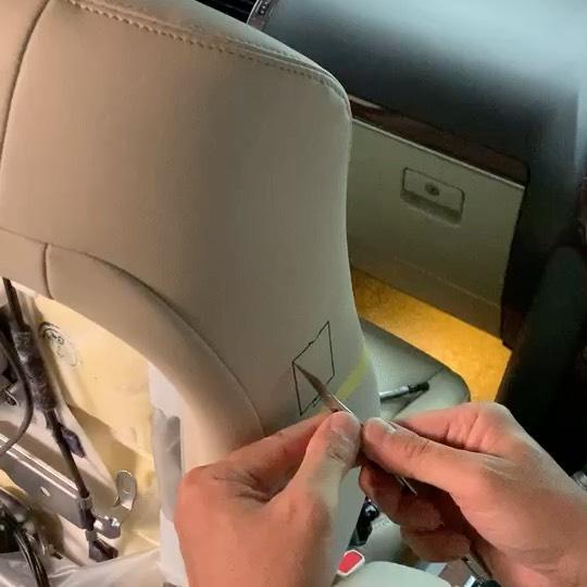 150プラド モデリスタ専用オーバーフェンダーのモデリングが終わり、久しぶりに車が戻ってきたので自作したハーネスを使い助手席の追加パワーシートスイッチ取り付け(^^) 自分のだし気兼ねなく革シートにカッター入れられるww  そしてこれ すっごい便利✩.*˚・・#Elford #landcrulser #toyota #lexus #prado #lx #lx570 #gx #lc #lc200 #suv #4wd #エルフォード #ランクル #レクサス #トヨタ #プラド150 #ソニックアート #軽量