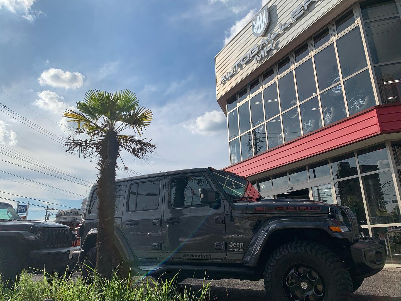 名古屋 オートギャラリーMK の社長さんに会いに。相変わらずの癒し系スマイルで長旅の疲れも吹っ飛んだ✩.*˚ ・・#Jeep #ラングラー #jl #elford #ジープ #wrangler #new #4wd #unlimited #アンリミテッド #sahara #サハラ #rubicon #launchedition #エルフォード #ルビコン